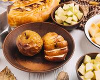 Запеченные яблоки с секретной начинкой и мёдом