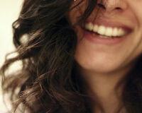 5 преимуществ окрашивания волос натуральной хной и рецепт для брюнеток