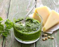 Как сделать зеленый соус песто собственными руками?