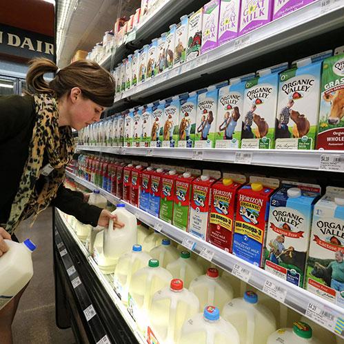 Молоко в магазине