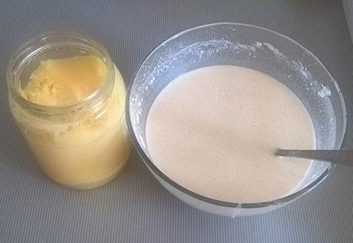 Блинное тесто и масло