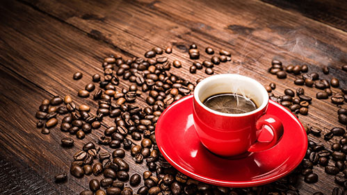 Кофе в красной кружке