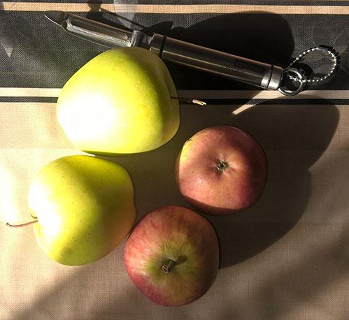 Яблоки и нож