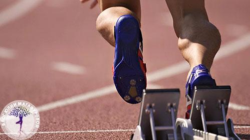 Спортсмен бежит