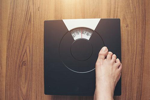 Весы и нога