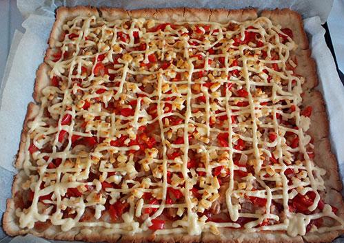 Готовая пицца без глютена с курицей