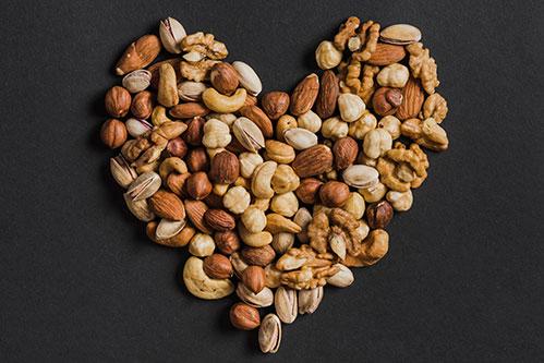Сердце из орешков