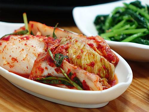Кимчи в тарелке
