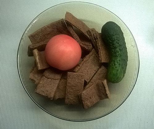 Хлебцы помидор огурец