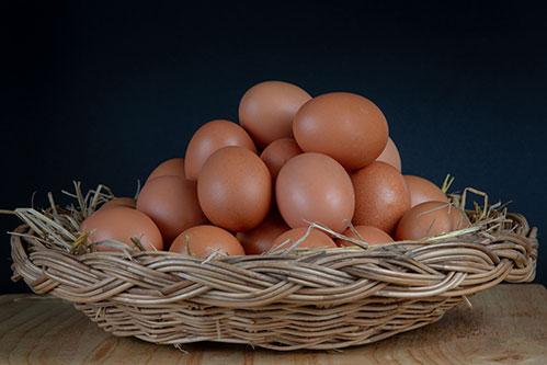 Домашние куриные яйца