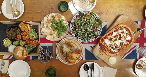 Красивый стол с едой