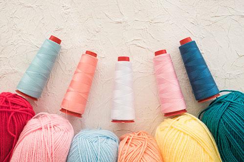Цветная пряжа и нитки
