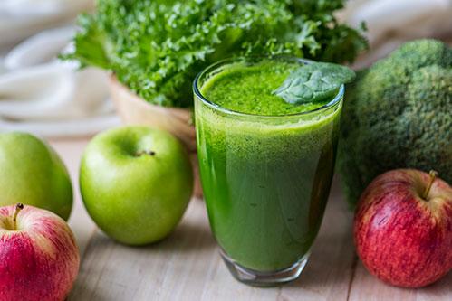 Зеленые сок яблоки зелень