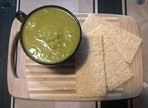 Зеленый суп с хлебцами