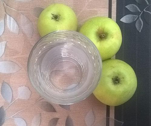 Вода и яблоки
