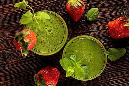 Клубника и зеленый сок